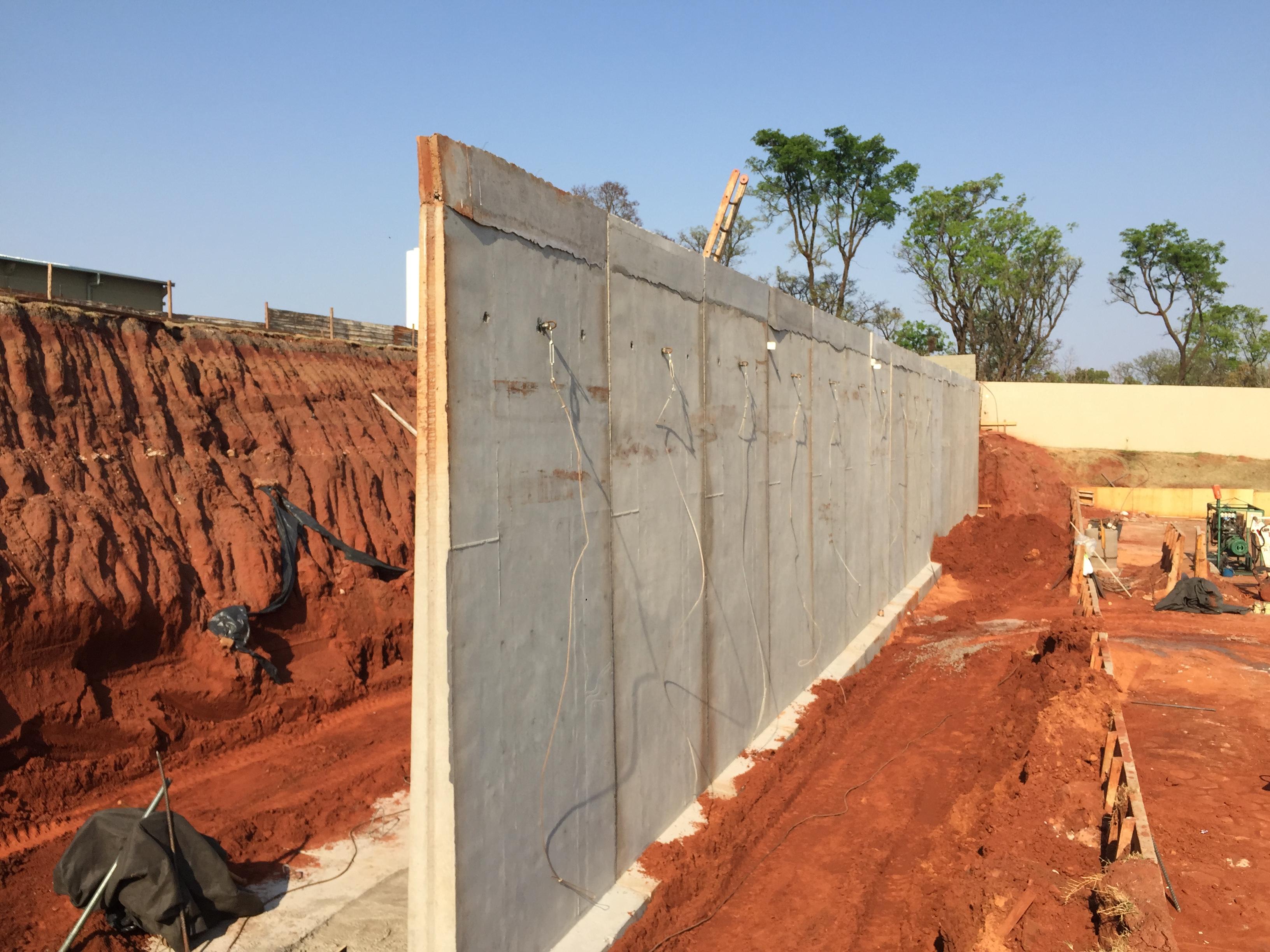 Muro de flexão sem contrafortes