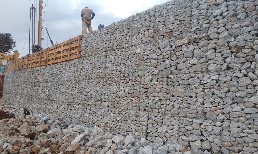 Muro de gabiões