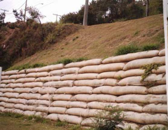 Muro de sacos de solo-cimento
