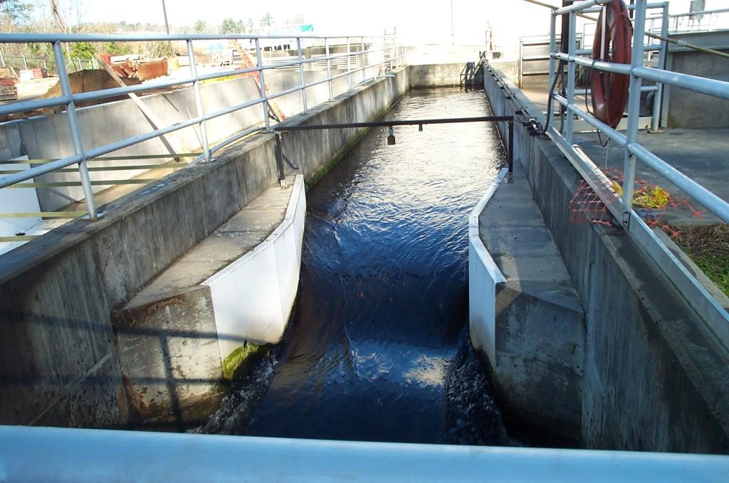 Estação de tratamento de águaImagem de misturador hidráulico: a Calha Pashall.