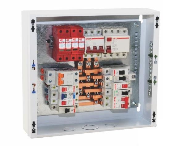 Quadro de distribuição trifásico com todos os dispositivos de seccionamento e proteção